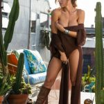 ana-cheri-reveals-her-beautiful-curvy-body-on-a-hot-sunny-day-04